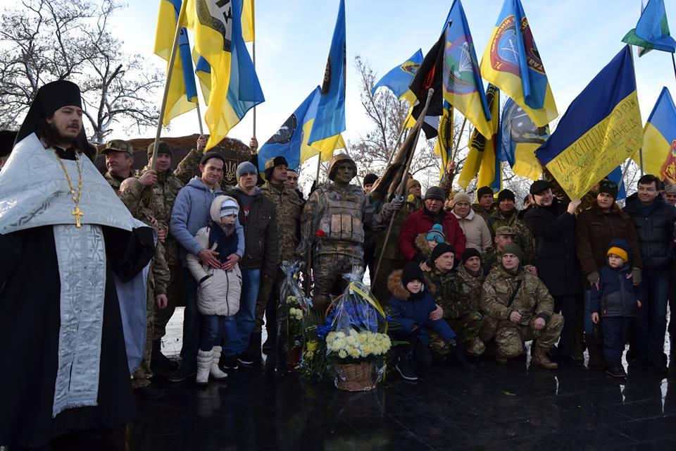 У Нікополі на місці пам`ятника Леніну освятили меморіал на честь захисників України
