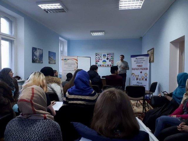 В Одесі і Сумах психолог та імам мечеті доводять батькам, що покарання дітей не має бути фізичним