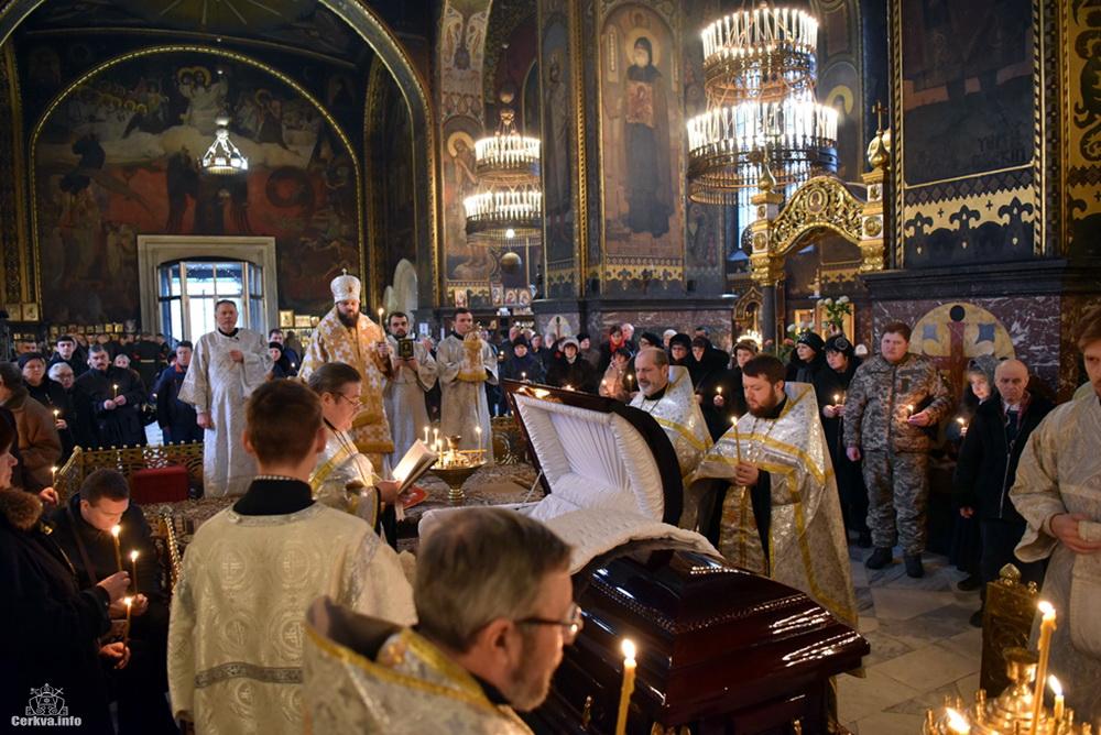 У патріаршому соборі УПЦ КП звершено похорон космонавта Леоніда Каденюка