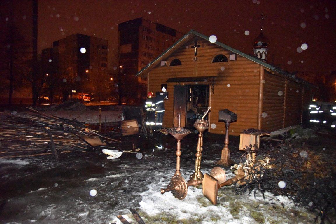 Причиной возгорания храма во Львове в УПЦ называют поджог, а пожарные — короткое замыкание