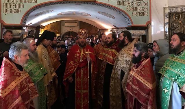 В самострой УПЦ возле Десятинки срочно доставили часть мощей Георгия Победоносца — для массового поклонения