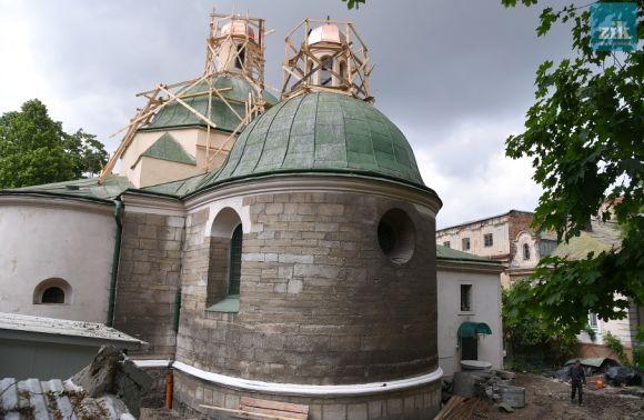 Міськрада Львова скерувала на ремонт старовинного храму 200 тис грн, а житомирський депутат допоміг зігріти дві сотні церков