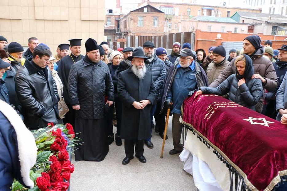 Головний рабин Дніпра і єпископ УПЦ КП проводили в останню путь відомого волонтера АТО