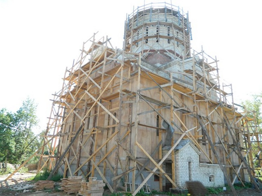 В Днепре храму УПЦ выделяют полгектара земли, а на Хмельнитчине построят новый храм УГКЦ