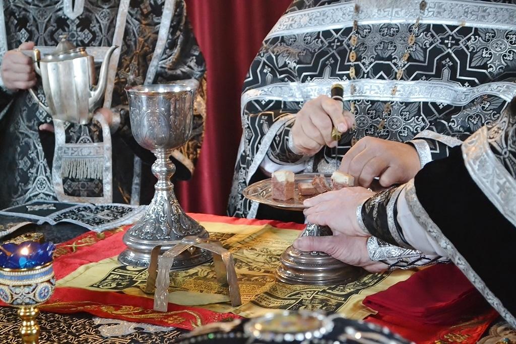 Синод Православной Церкви в Америке внес исправления в литургию и чин причащения