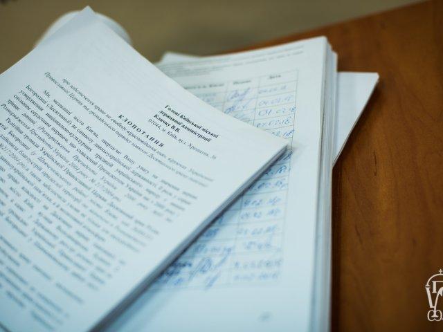 УПЦ терміново зібрала 12 тисяч підписів на підтримку МАФу біля Десятинки