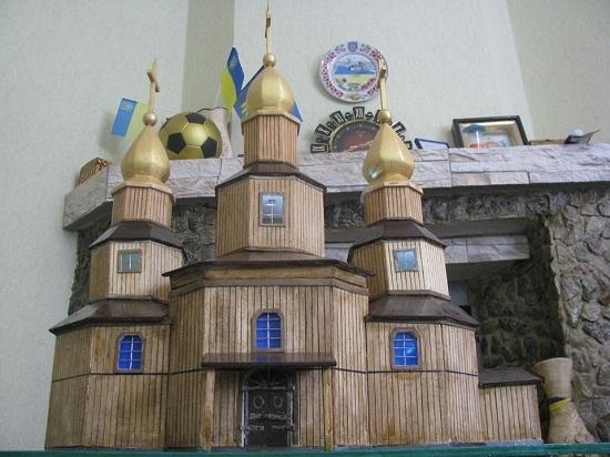 Лікар створив міні-копію першої в Україні козацької церкви Петра Калнишевського в Холодному Яру