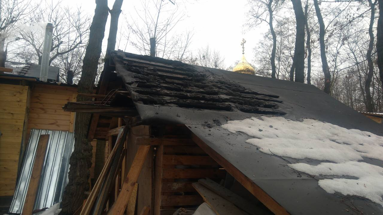У Києві горіло підсобне приміщення храму УПЦ