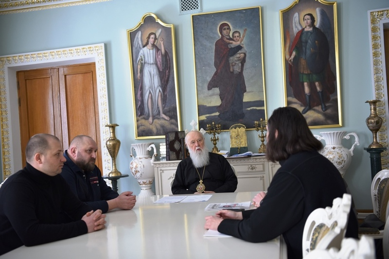 """""""Правий сектор"""" нагородив патріарха Філарета"""
