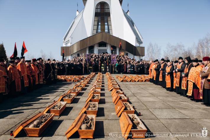 Архієпископ УГКЦ очолив похорон останків 134 жертв НКВС в Івано-Франківську