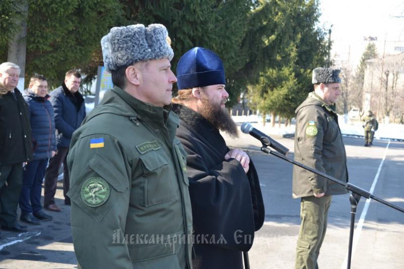Духовенство УПЦ відвідує урочистості з нагоди Дня Національної гвардії та передає допомогу військовим АТО