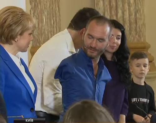 Всемирно известный проповедник Ник Вуйчич рассказал в Киеве школьникам и педагогам, как побороть буллинг (ВИДЕО)