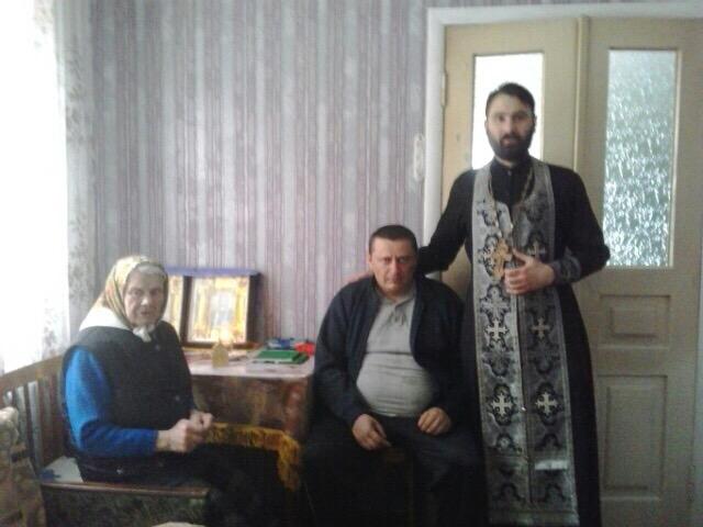 Духовенство УПЦ причастило в домівках жителів села Троєщина