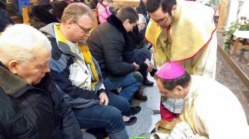 Апостольський нунцій здійснив месу в храмі Донецька, а кримський єпископ — біля зачинених дверей храму