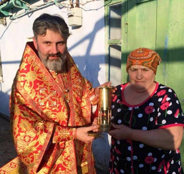 """УПЦ КП поширює """"Благодатний вогонь"""" кримськими містами та селами"""