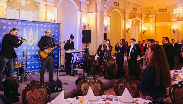 Вперше в Україні депутати та урядовці провели Молодіжний молитовний сніданок