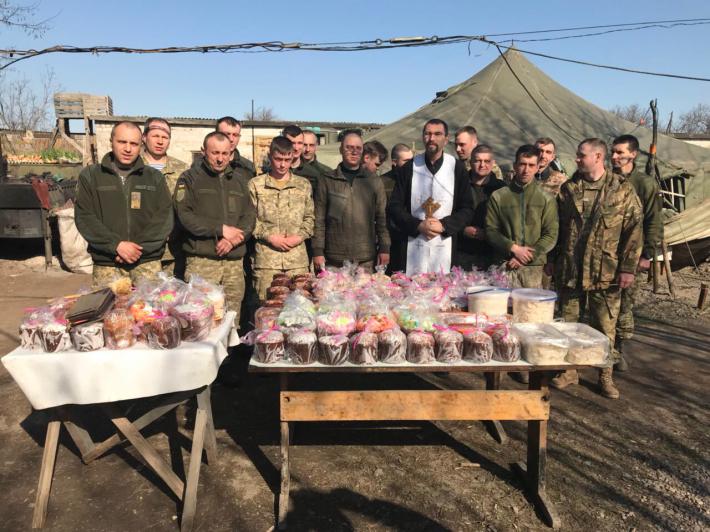 Священики різних конфесій відвідують військових і цивільних у зоні АТО