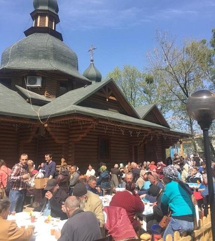 УПЦ і католики разом нагодували столичних безхатченків