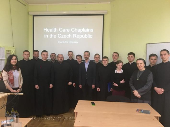 Чеський медкапелан познайомив семінаристів УГКЦ з міжнародним досвідом капеланського служіння