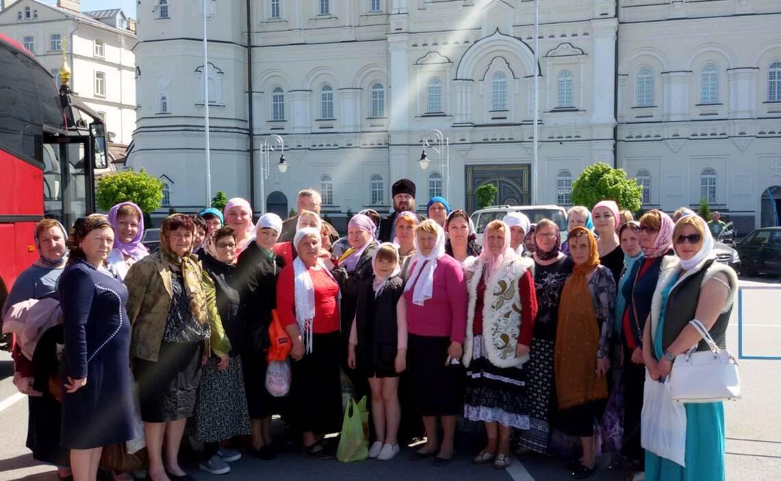 Матері загиблих воїнів АТО приїхали молитися за своїх синів у Почаївську лавру