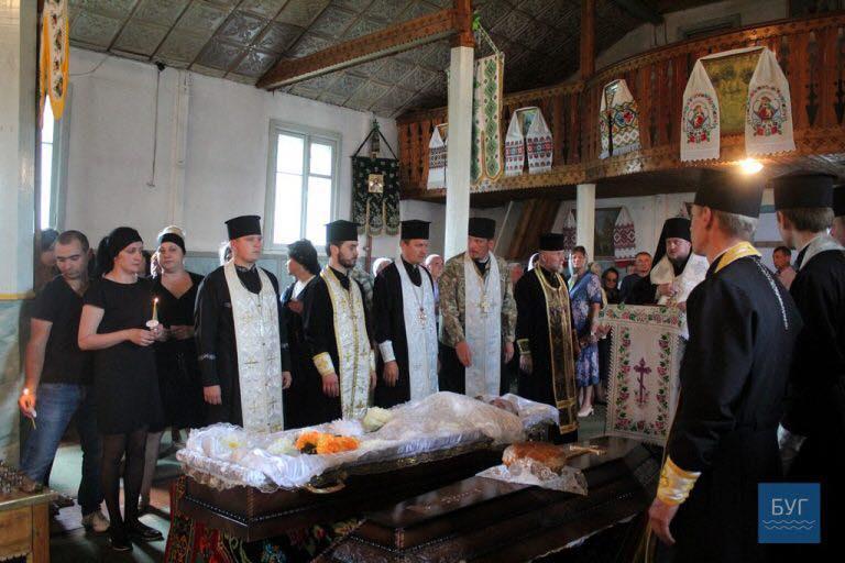 Єпископ УПЦ КП очолив чин похорону загиблого бійця АТО