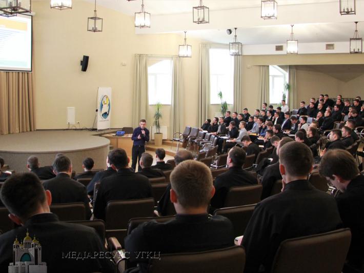 Понад 150 семінаристів і ченців УГКЦ вчилися протидіяти корупції