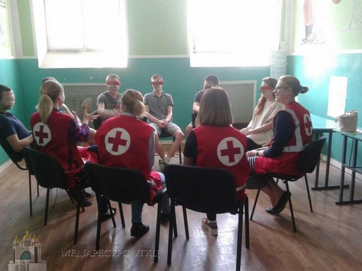 Волонтери Товариства Червоного хреста і УГКЦ  розпочали програму для неповнолітніх у Київському слідчому ізоляторі