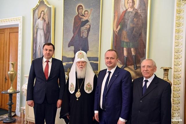 Патріарх Філарет нагородив керівництво Інституту культурології та Міністерства екології орденами за утвердження помісної церкви