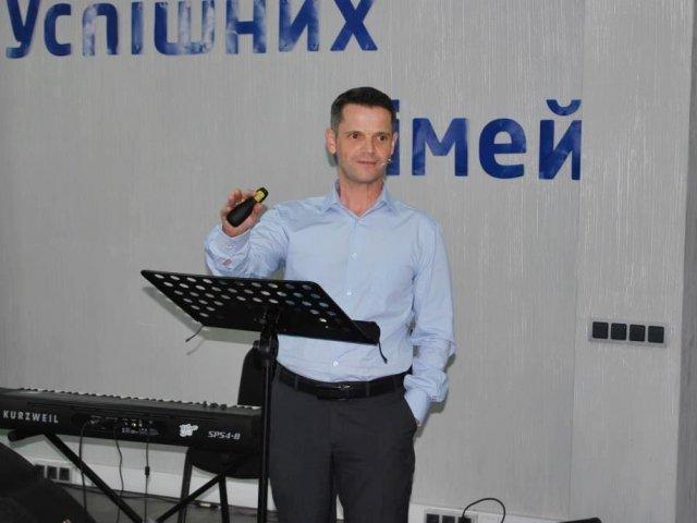 Баптисти у Луцьку обговорювали інтимні стосунки подружніх пар