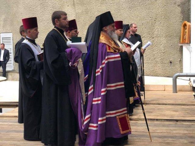 Єпископи УПЦ КП, УПЦ (МП) і УАПЦ провели спільне богослужіння з освячення Бескидського тунелю
