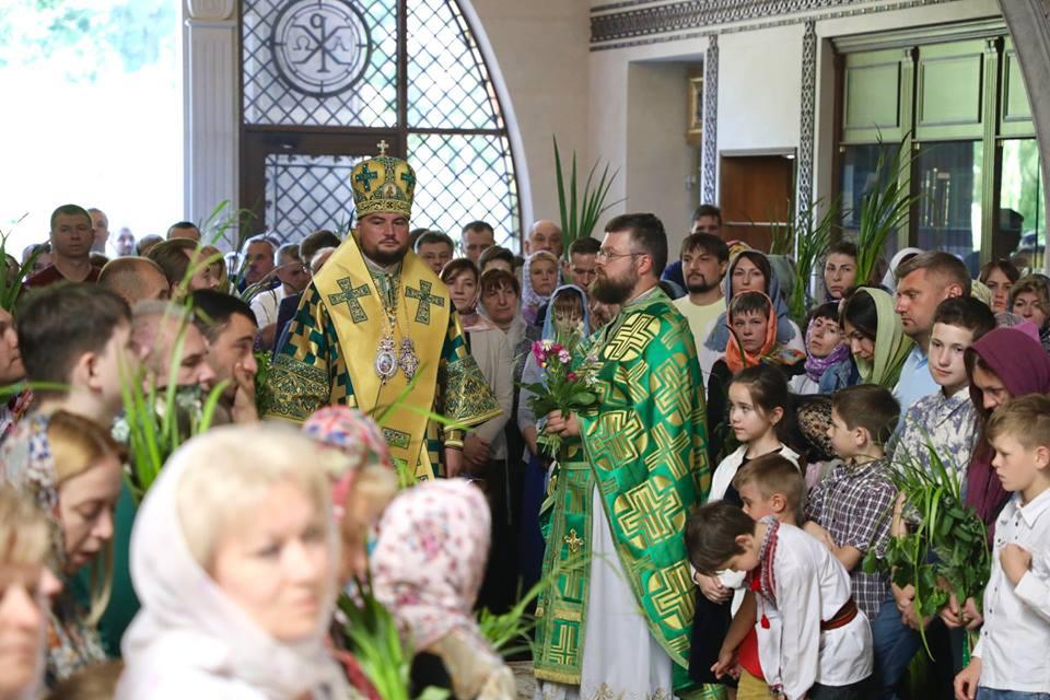 Віряни уповноважили митрополита УПЦ, якого шельмує Синод, публічно відстоювати об
