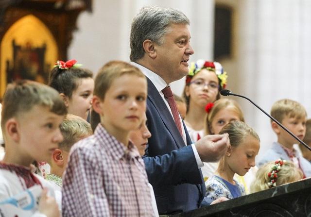 Петро Порошенко закликав українців світу молитися про надання томосу про автокефалію
