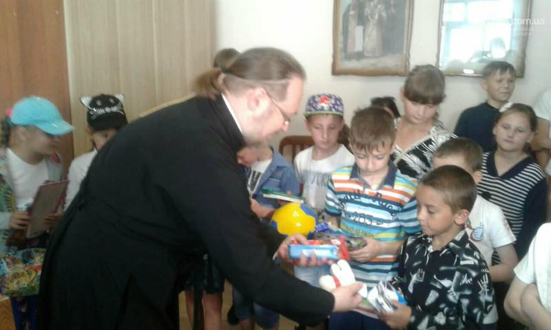 УПЦ КП влаштувала святковий захід для 130 дітей з прифронтової зони