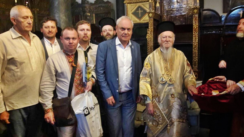 """Константинополь отримує від українських вірян звернення як """"за"""", так і """"проти"""" автокефалії"""