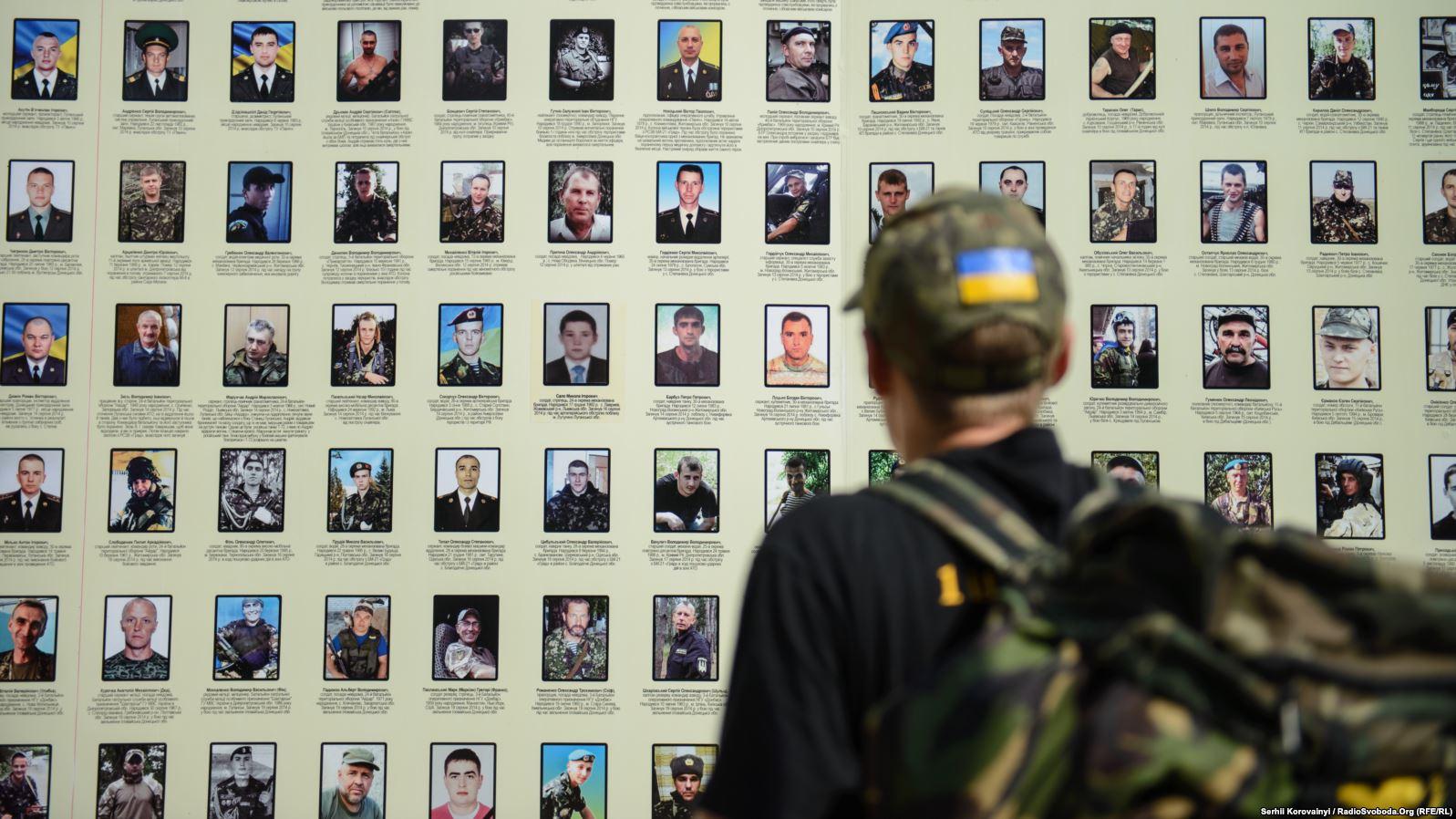 Влада Києва планує зробити меморіальною зоною «Стіну народної пам'яті» захисників України в Михайлівському монастирі