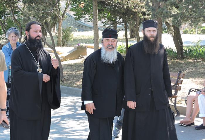 Митрополит Елладської Православної Церкви привіз до окупованого Криму паломницьку делегацію