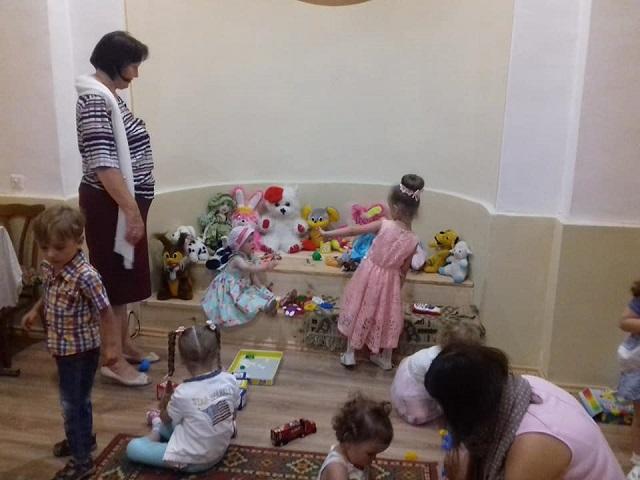 Священики-ентузіасти з УПЦ КП та УПЦ (МП) запроваджують дитячі кімнати