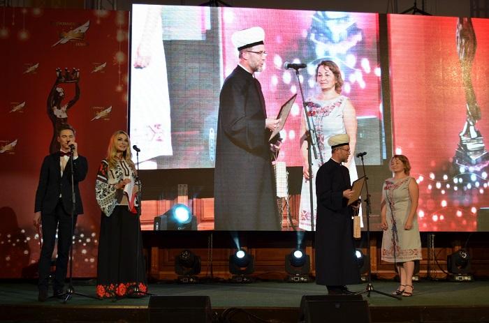 Київський муфтій вручив приз авторці фантастичного роману «Вони повертаються»