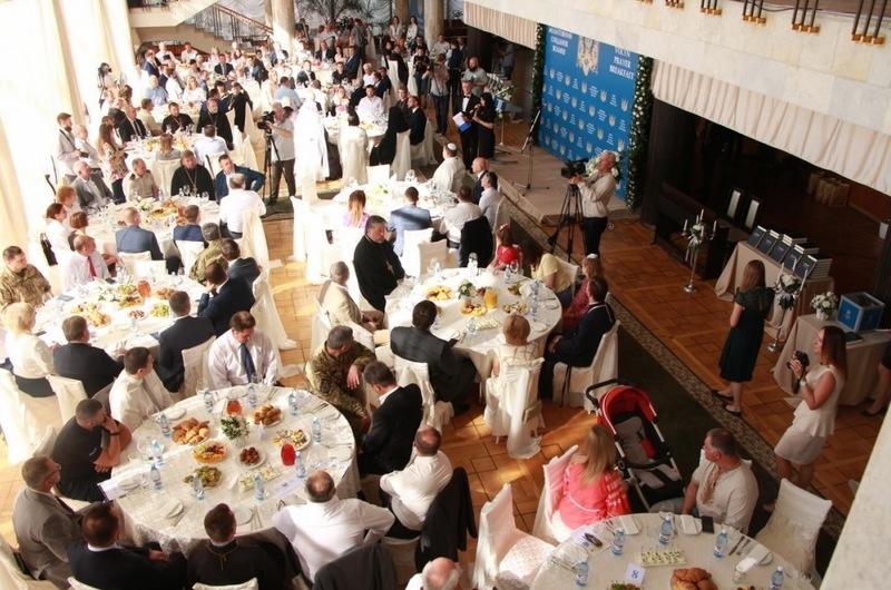 На молитовному сніданку в Луцьку зібрали понад півмільйона гривень на благодійні заходи
