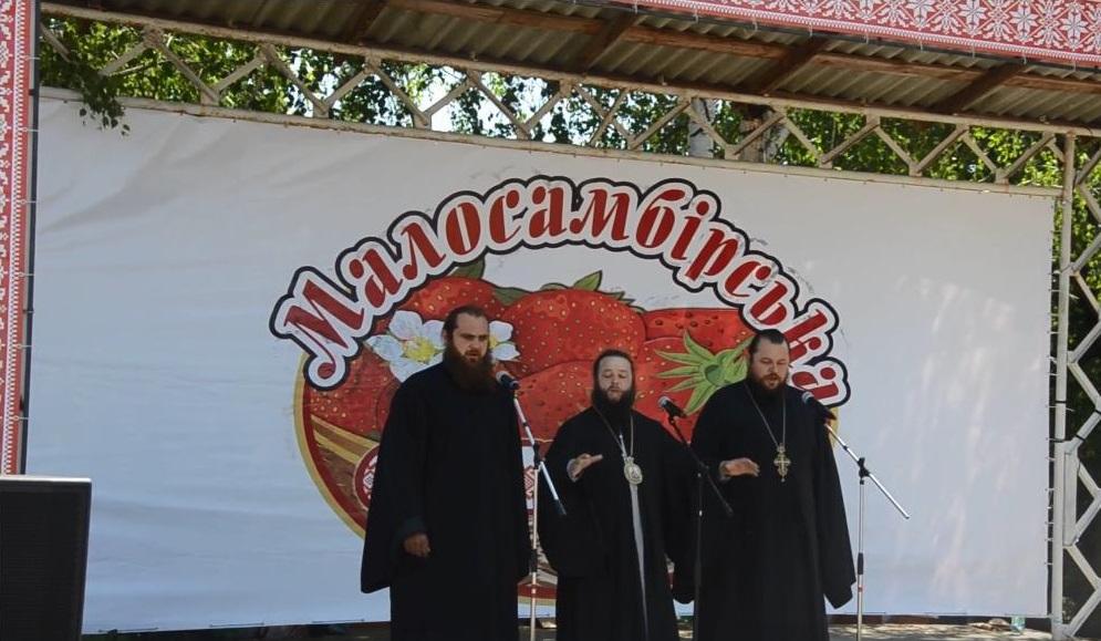 Архієпископ УПЦ виконав українську народну пісню на фестивалі у Сумах