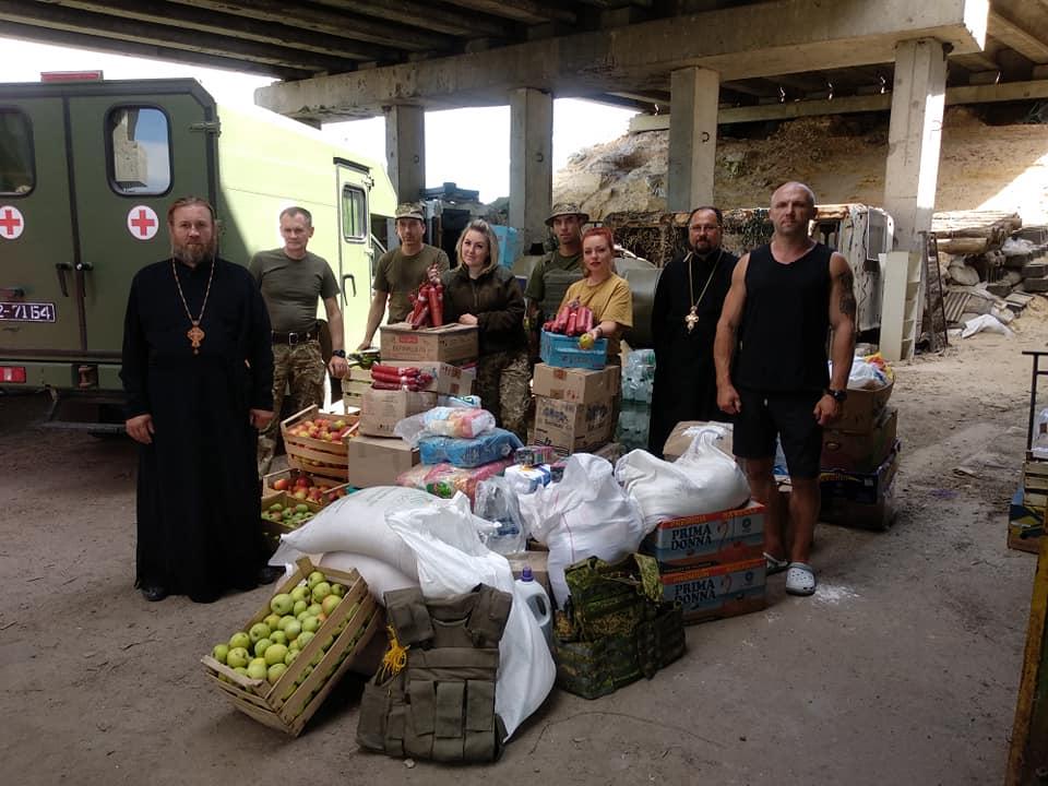 Дві тони продуктів у лікарні, військовим та дітям на Донбас доставила Вінницька єпархія УПЦ
