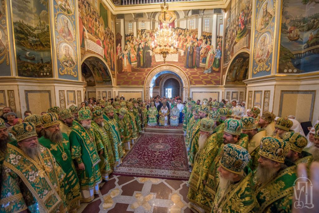 """Нарада архієреїв УПЦ виступила проти всього, що порушує її """"наявний канонічний статус"""""""
