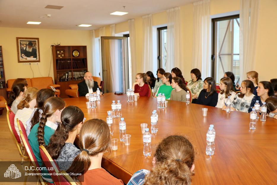 Израильские дети совершают большое путешествие по еврейским местам Украины