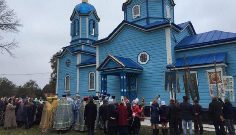Створення комісії з проведення почергових богослужінь у спірному храмі на Рівненщині в УПЦ розглядають як спробу захопити храм