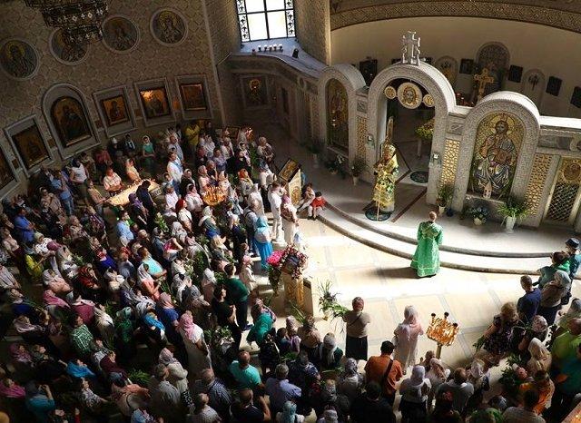 Віряни уповноважили митрополита УПЦ, якого шельмує Синод, публічно відстоювати об'єднання в єдину помісну церкву