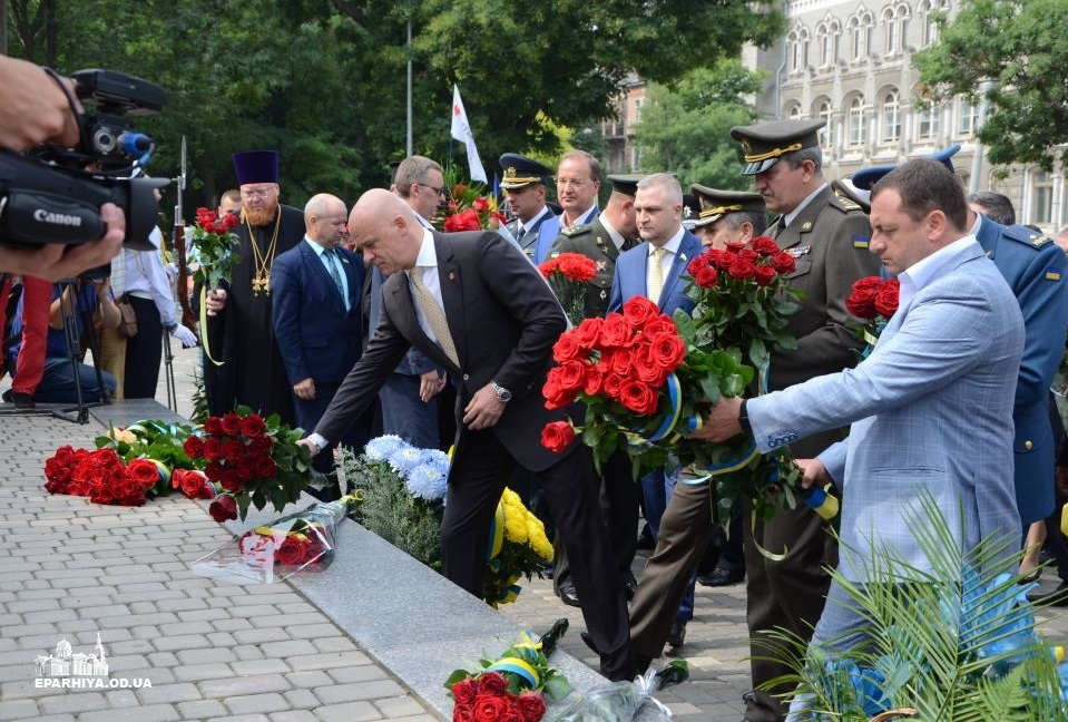 Єпархії УПЦ приєдналися до святкування Дня Конституції України