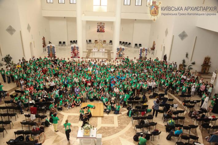 УГКЦ святкує 25-річчя руху особливих дітей «Віра і світло», а УПЦ провела конференцію про соціальне служіння у сфері алкоголізму