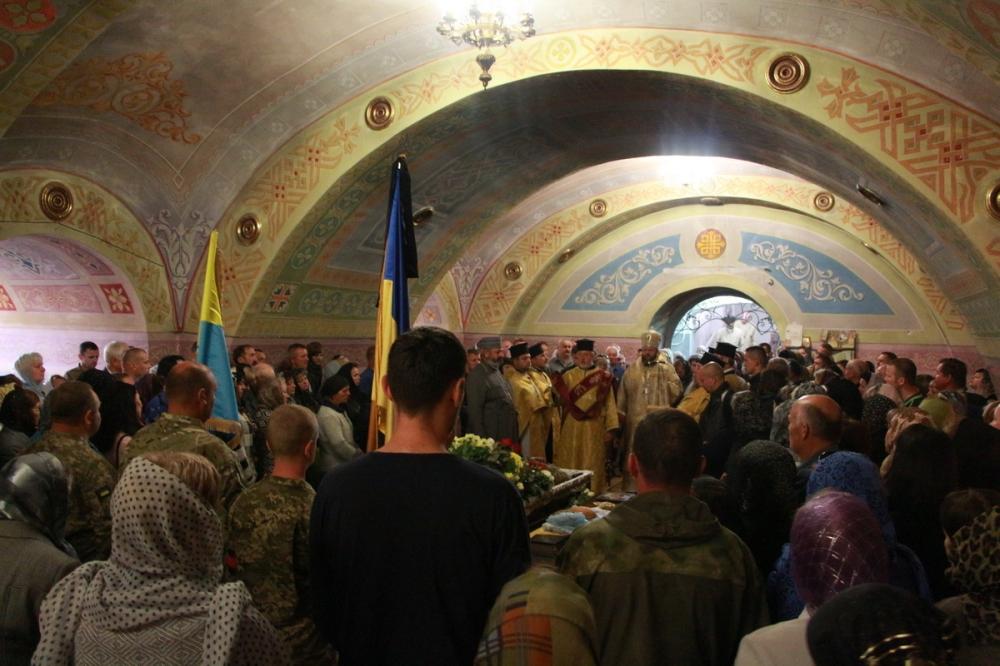У Луцьку і Черкасах дховенство УПЦ КП провело в останню путь загиблих бійців АТО