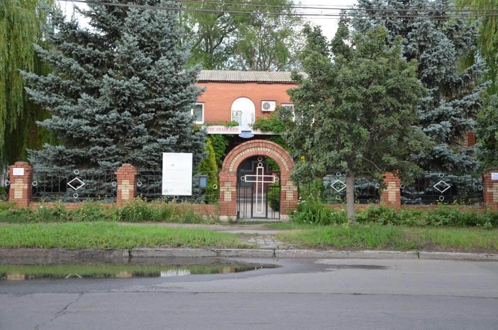 У Макіївці представники «ДНР» відібрали Дім молитви, а на Черкащині підпалено намет місії «Світло на Сході»