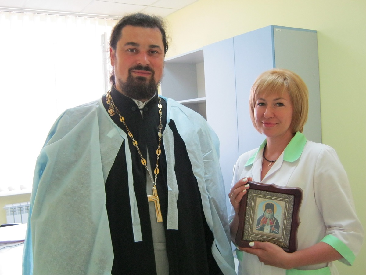 Священик УПЦ взяв участь у відкритті відділеня гемодіалізу в Енергодарі